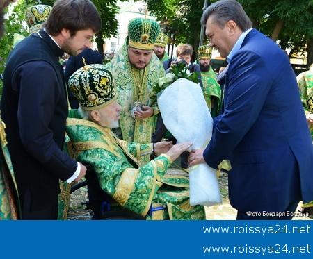 Troica_2012_v_Kievo-Pecherskoj_Lavre_Pjatidesjatnica_02_JPG_450x450_q100[1]